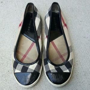 Womens Burberry flats shoes Sz 8M